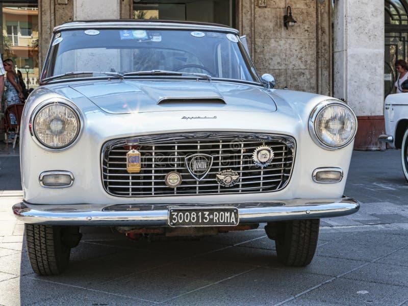 O carro bonito Lancia Appia modelo do vintage fabricou pelo italiano Lancia desde 1953 to1963 foto de stock