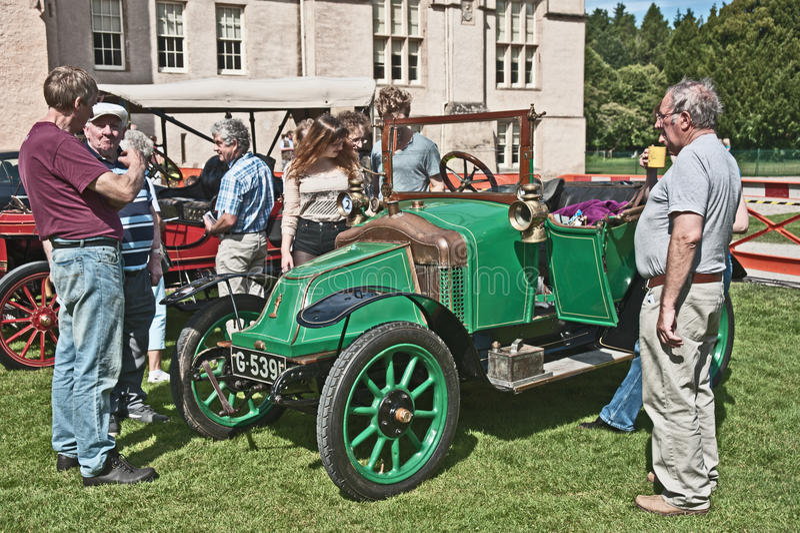 O carro clemente de Bayard datou a 1914 no castelo de Brodie. fotografia de stock royalty free