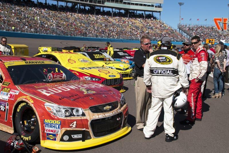 O carro de Kevin Harvick do motorista da perseguição do copo da sprint de NASCAR foto de stock