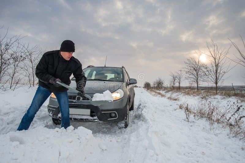 O carro furou na neve fotografia de stock royalty free