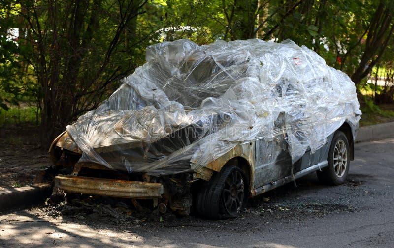 O carro queimado imagens de stock