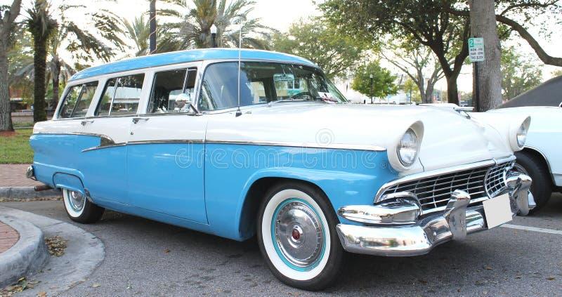 Carro velho do país de Ford imagens de stock