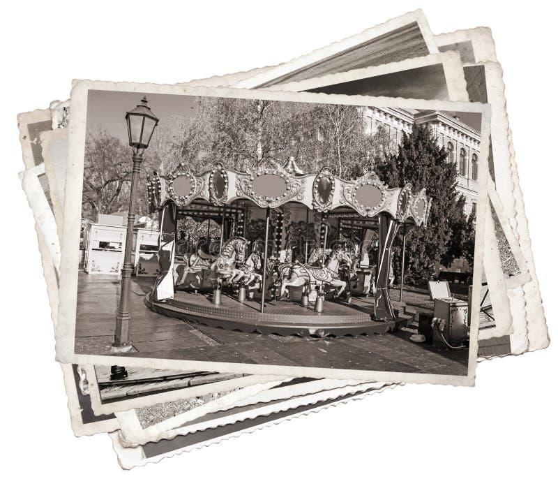 O carrossel francês antiquado com cavalos empilha de fotos velhas fotos de stock