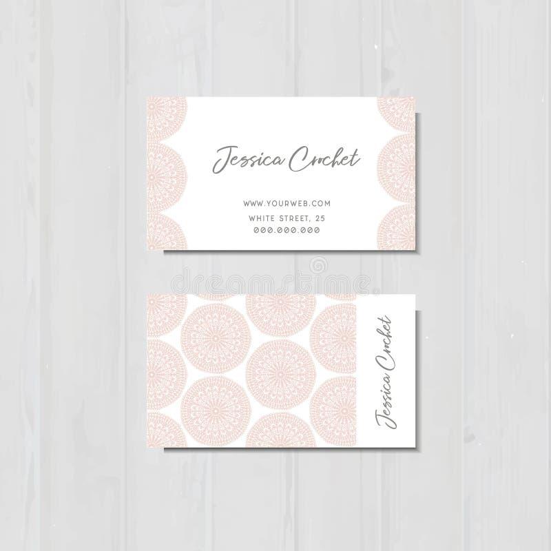 O cartão com os laços cor-de-rosa, feitos a mão faz crochê o cartão foto de stock royalty free