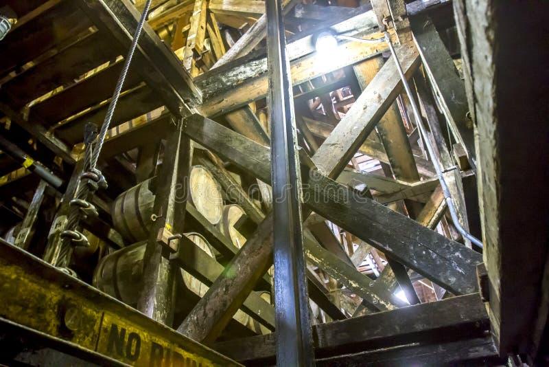 O carvalho barrels o envelhecimento dentro de Rik House fotografia de stock royalty free