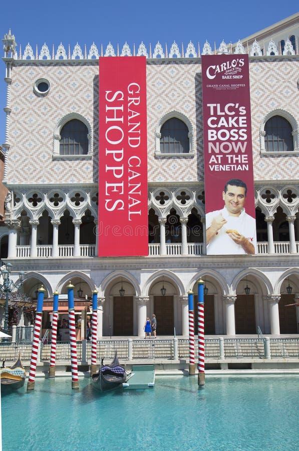 O casino Venetian da estância com Grand Canal e a gôndola fotos de stock royalty free