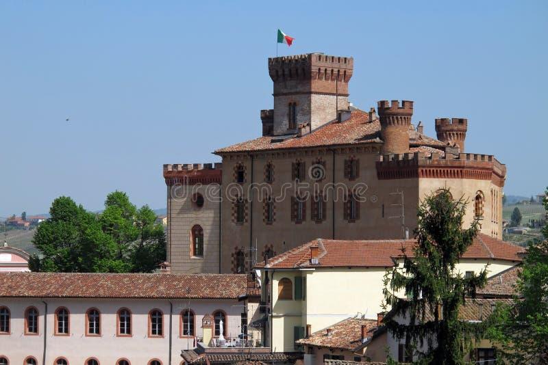 O castelo de Barolo em Barolo, Itália do norte fotos de stock