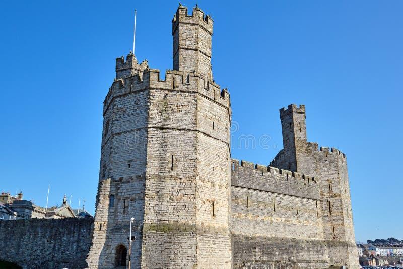 O castelo de Caernarfon em Gales norte foto de stock