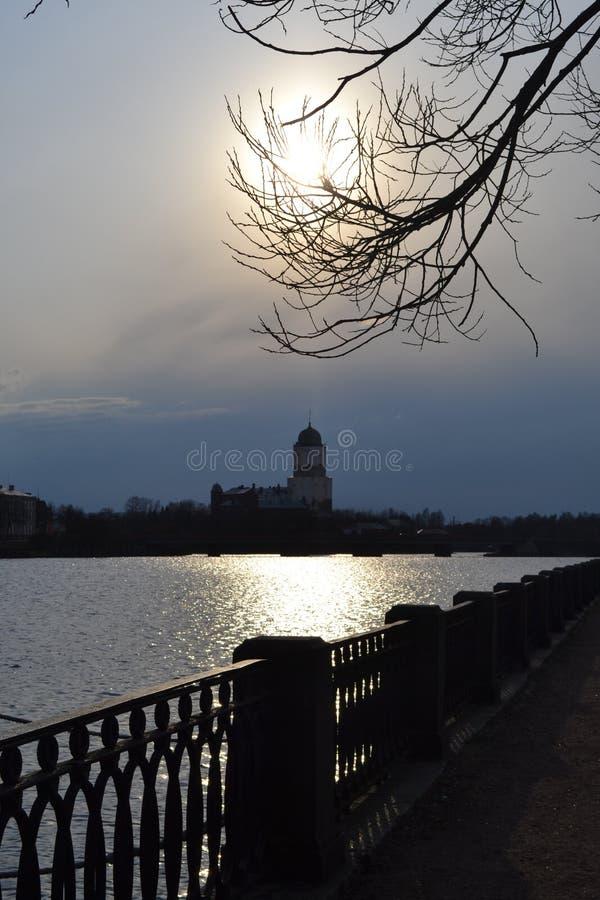 O castelo de Europa na noite fotografia de stock