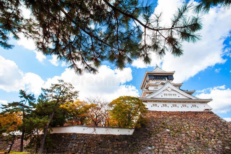 O castelo de Kokura foi construído por Hosokawa Tadaoki em 1602, construção histórica O castelo de Kokura é um castelo japonês em imagem de stock