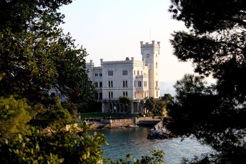 O castelo de Maximilian de Hapsburg imagens de stock royalty free