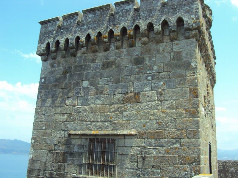 O castelo de Monterreal é um castelo em Ria de Vigo e no vale do menor, Galiza, Espanha fotografia de stock
