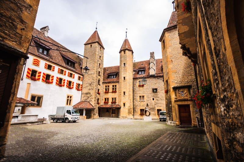 O castelo de Neuchatel, datado do século XII, é um local suíço da herança do significado nacional foto de stock royalty free
