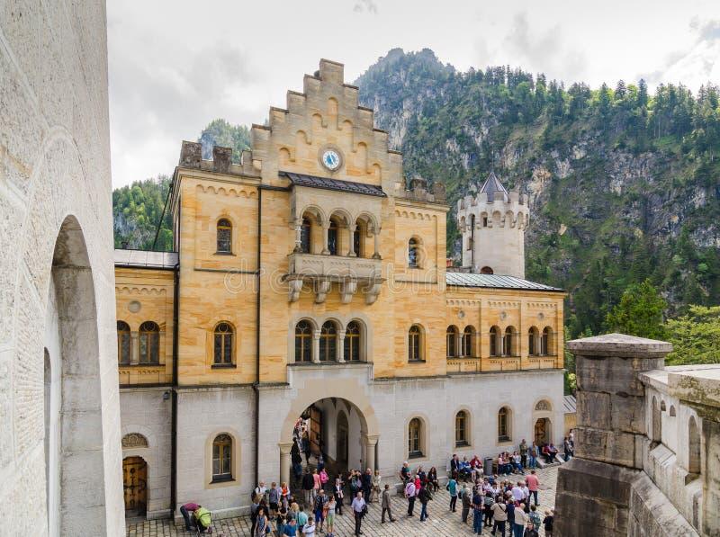 O castelo de Neuschwanstein é um palácio românico do século XIX do renascimento em Baviera, Alemanha fotos de stock
