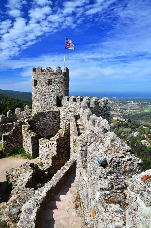 O castelo do amarra, Sintra, marco de Portugal fotografia de stock