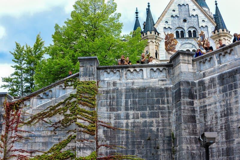 O castelo do conto de fadas de Neuschwanstein é um palácio românico do século XIX do renascimento em Baviera, Alemanha imagem de stock royalty free