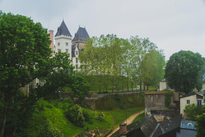 O castelo e as casas de IV de Henry de Pau, França imagem de stock royalty free
