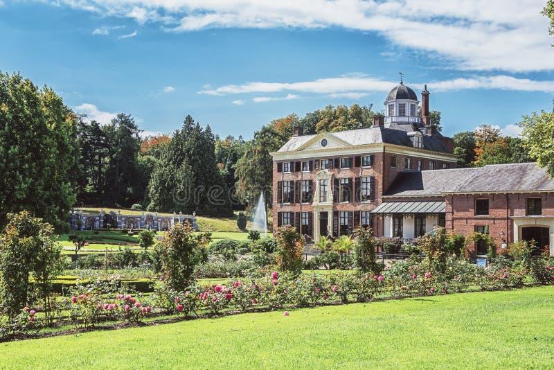 O castelo e o parque Rosendael situado em Rozendaal no Nethe imagens de stock