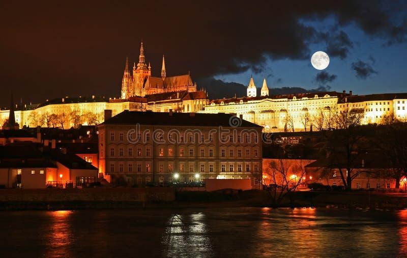 O castelo famoso de Praga imagem de stock