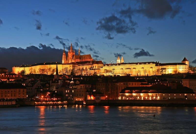 O castelo magnífico de Praga imagem de stock