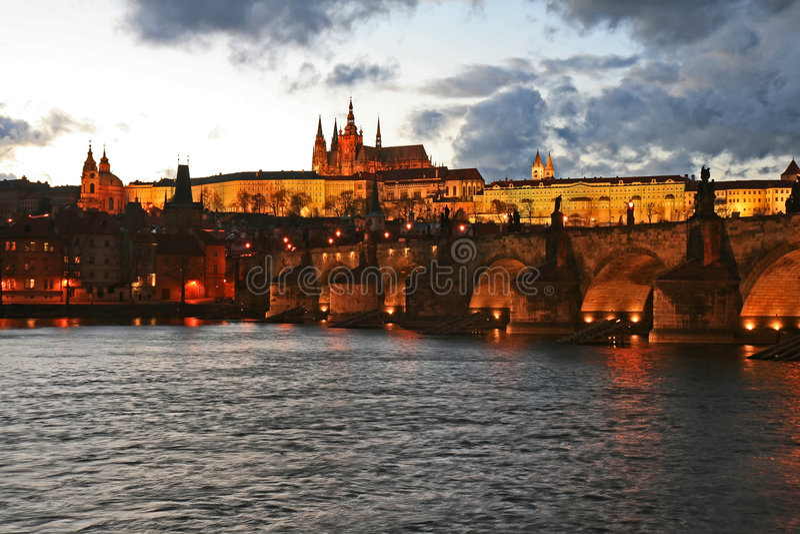 O castelo magnífico de Praga fotografia de stock royalty free