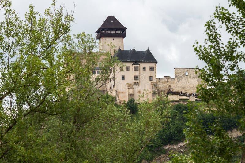 O castelo medieval da cidade de Trencin em Eslováquia fotos de stock royalty free