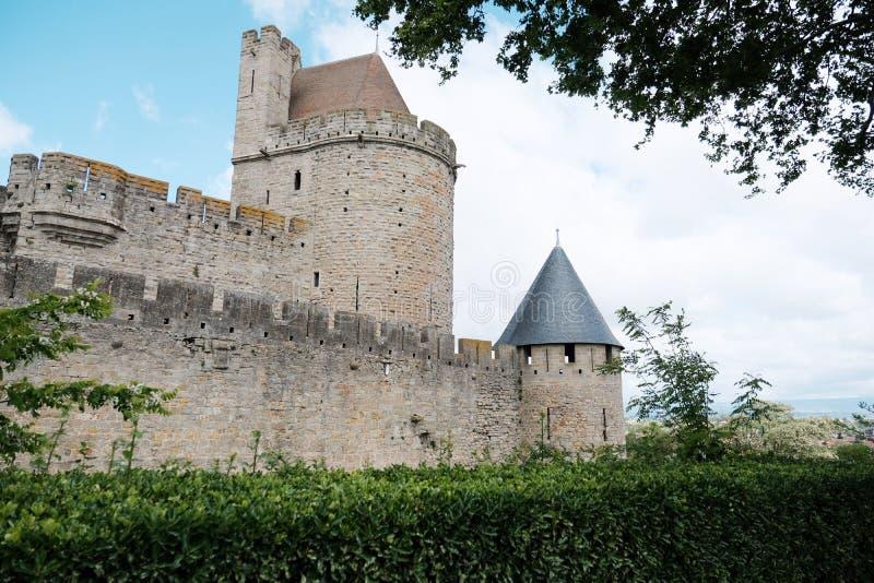 O castelo medieval de Carcassonne no sul de França no verão imagens de stock royalty free