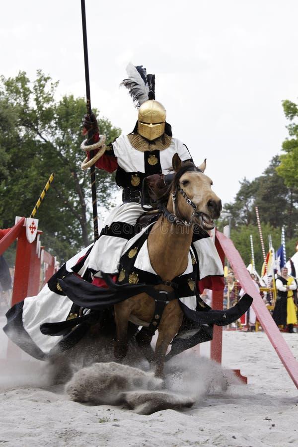 O castelo medieval Knights o competiam imagem de stock royalty free