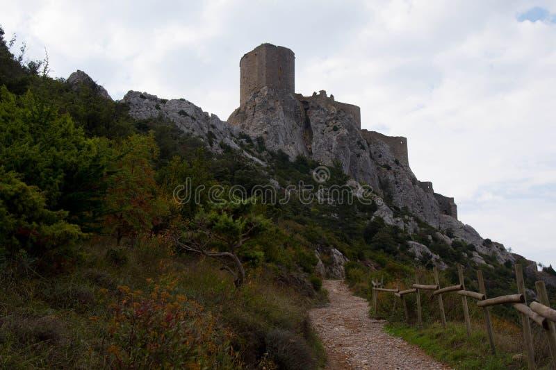 O castelo Queribus na área de Aude em França fotografia de stock