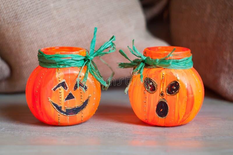 O castiçal da abóbora de Dia das Bruxas, conceito da atividade do feriado, handcraft criativo fotos de stock royalty free