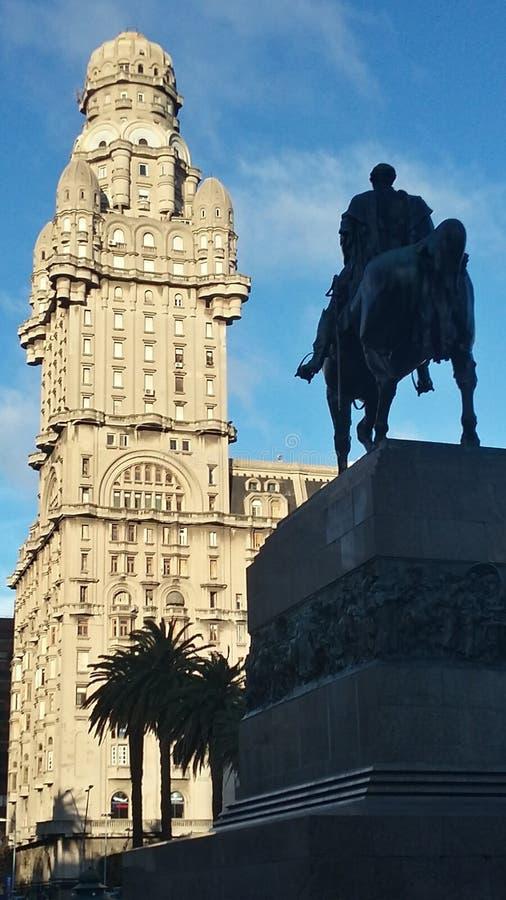 O-cavaleieo e ein torre stockfotografie