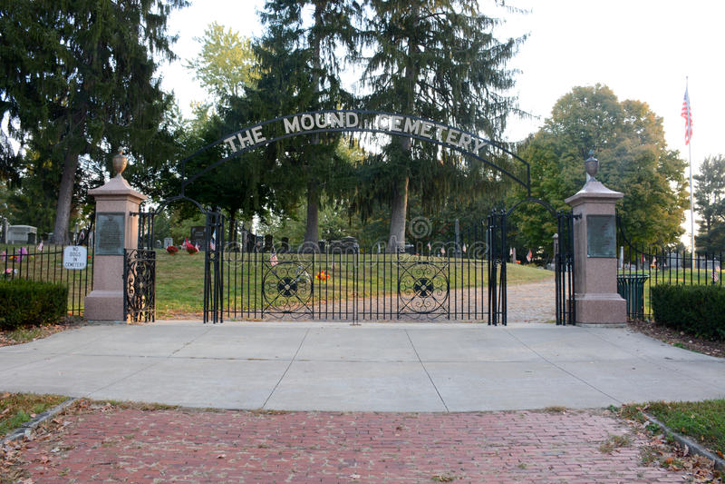 O cemitério do monte foto de stock