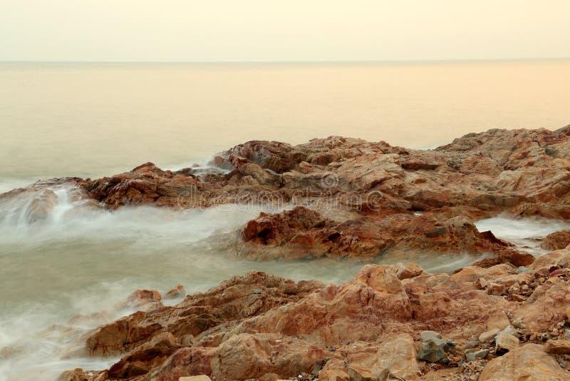 O cenário bonito da praia fotografia de stock