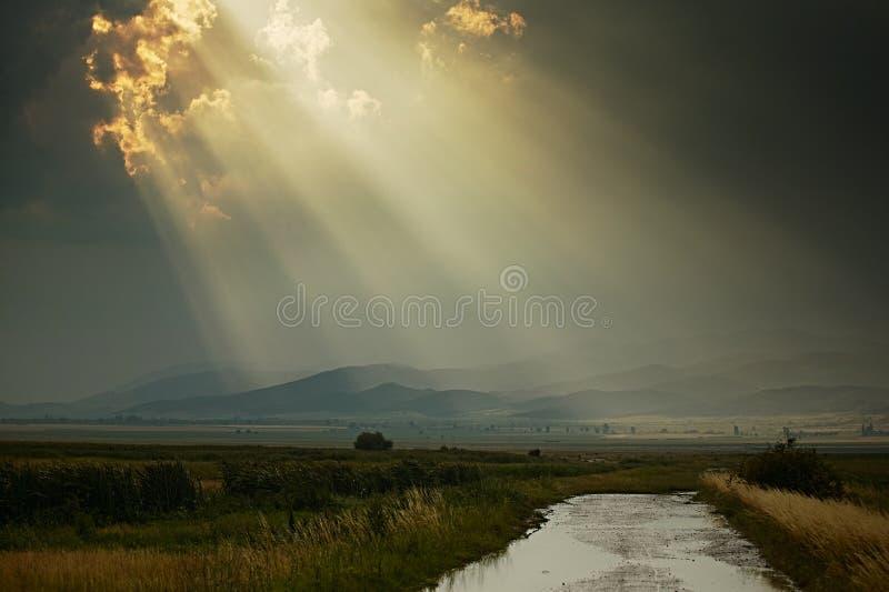 Raios de Sun após a chuva imagens de stock