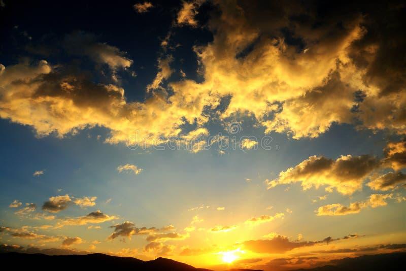 O cenário do por do sol do lago Erhai fotos de stock royalty free