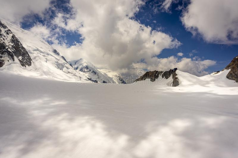 O cenário majestoso bonito do maciço de Mont Blanc alpes fotografia de stock