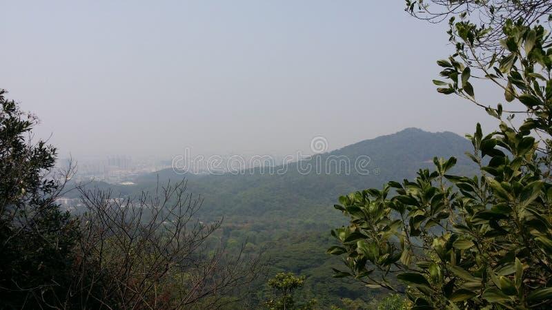 O cenário sob a montanha do baiyun fotografia de stock