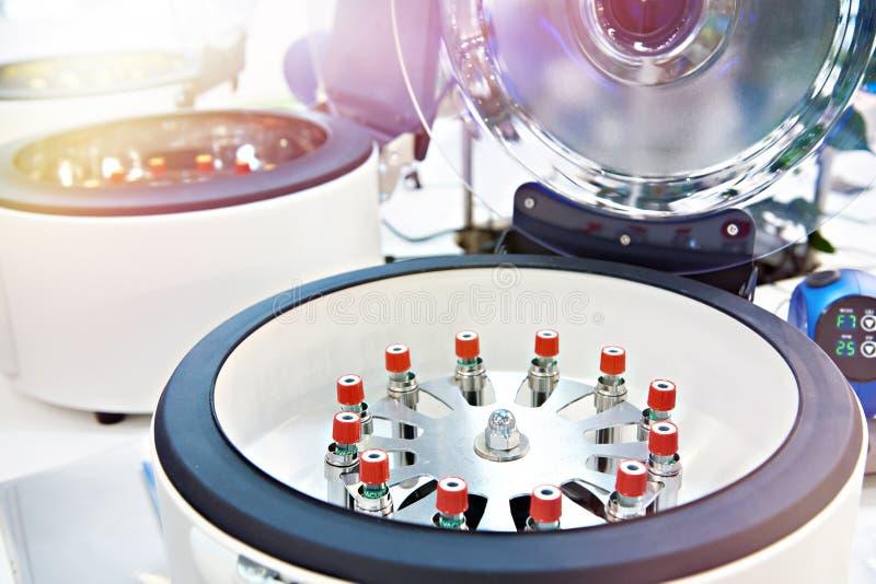 O centrifugador do laborat?rio para analisa fotos de stock royalty free