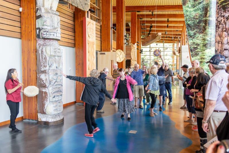 O centro cultural de Squamish Lil'wat é caracterizado como uma experiência nativa autêntica imagens de stock royalty free