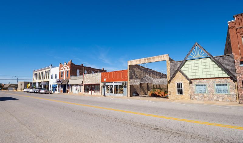O centro da cidade bonito de Stroud - uma cidade pequena em Oklahoma - STROUD - OKLAHOMA - 16 de outubro de 2017 imagem de stock