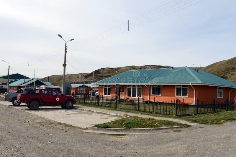 O centro da vila de Cameron da municipalidade de Temaukel Tierra del Fuego foto de stock