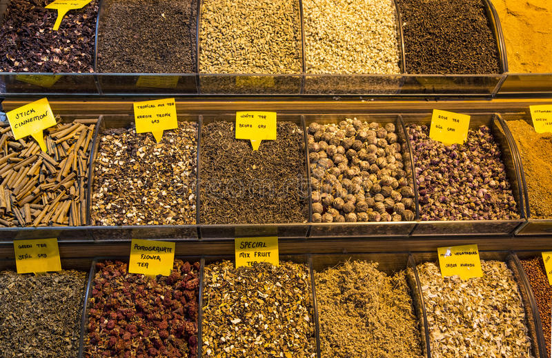 O chá grande do bazar compra em Istambul fotografia de stock royalty free