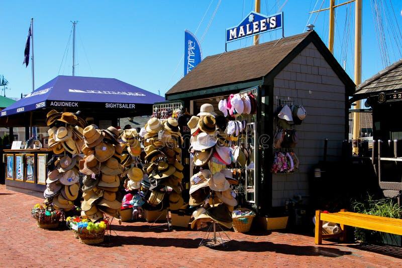 O chapéu de MaLee e o suporte de lembrança, o cais de Bowen, Newport, RI fotografia de stock