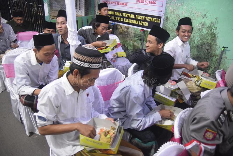 O chefe da polícia de Tito Karnavian visitou o Pondok Pesantren Raudlatut Thalibin Rembang foto de stock royalty free