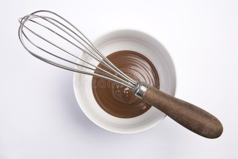 O chocolate e whisk imagem de stock royalty free