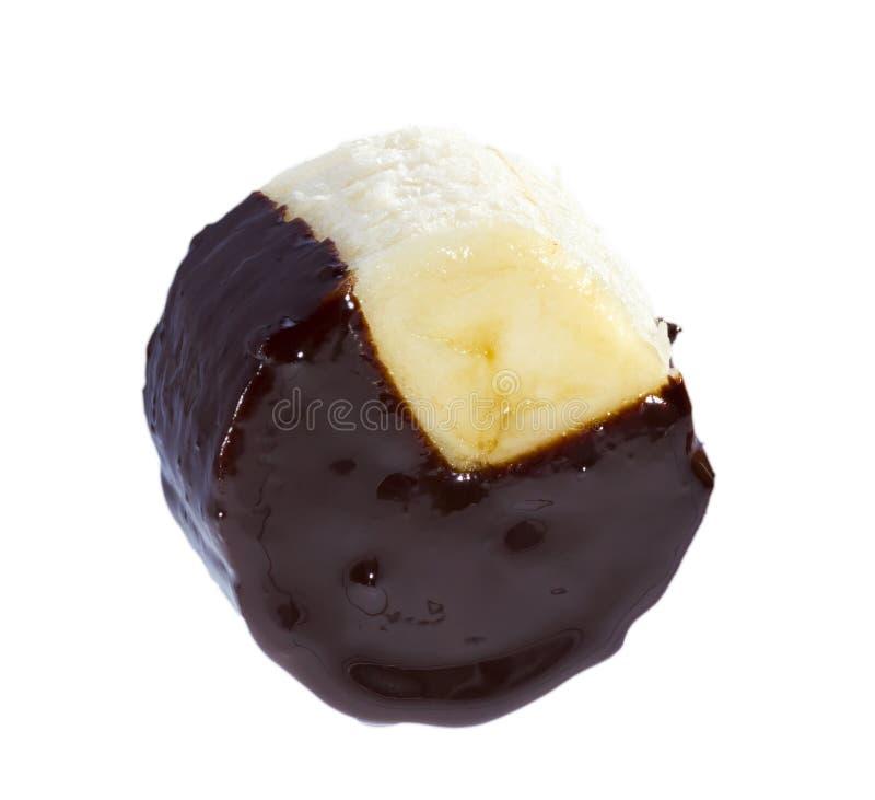 O chocolate mergulhou a banana. foto de stock