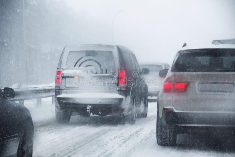 Download Congestão De Estrada Devido à Queda De Neve Imagem de Stock - Imagem de deficiente, perigoso: 29840145
