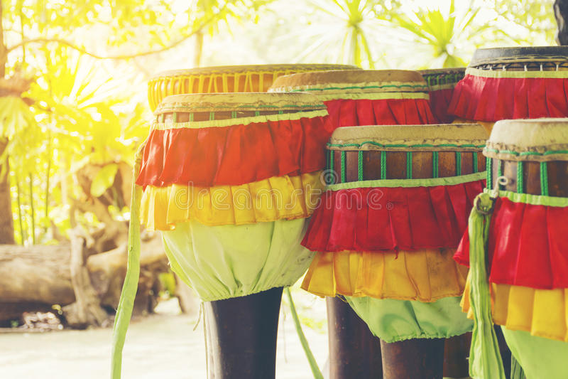 O cilindro longo Tailândia, instrumento é um símbolo de Tailândia, zumbido in1 imagem de stock