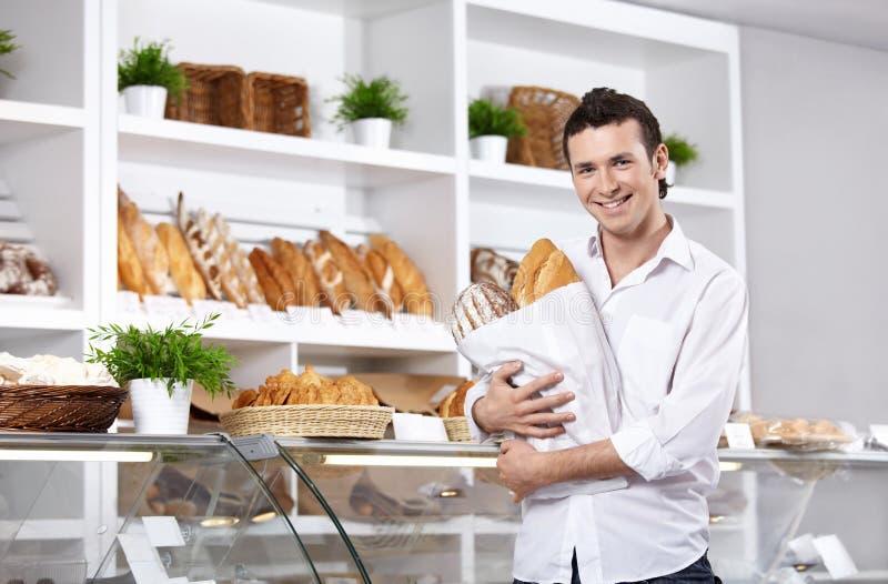 O cliente em uma padaria imagens de stock
