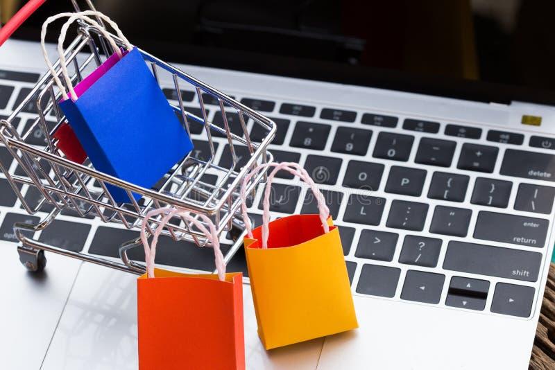 O cliente pode comprar tudo do escritório ou da casa imagem de stock royalty free